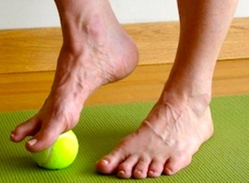 come-utilizzare-una-palla-da-tennis-per-alleviare_2_1